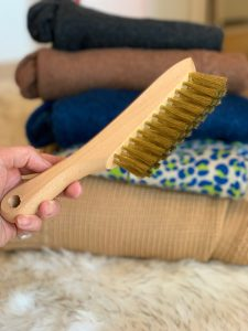Brass bristle lint remover brush